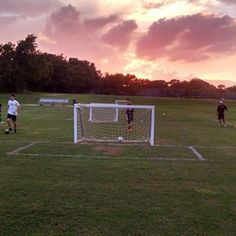 A Futbol sunset ⚽️🌄 Skill Training, Soccer Training, Training Tips, College Soccer, Soccer Boys, Athletic Scholarships, Scholarships For College, Soccer Practice, Soccer Skills