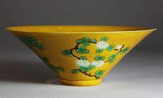 A YELLOW GROUND FAMILLE ROSE PORCELAIN BOWL. Yellow ground famille rose porcelain bowl with bamboo & floral design. D: 18.8cm; H: 7cm.