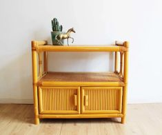 Vintage bamboe dressoir. Rotan/houten Bohemien kast / sideboard | Kasten | Flat Sheep Retro Design, Persian Rug, Chair Design, Vintage Furniture, Storage, Home Decor, Persian Carpet, Purse Storage, Decoration Home