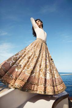 56 Ideas for bridal lehenga white indian Indian Gowns Dresses, Indian Fashion Dresses, Dress Indian Style, Indian Designer Outfits, Bridal Dresses, Dress Wedding, Indian Skirt, Indian Designers, Formal Dresses