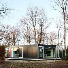 House BM od studia Architecten De Vylder Vinck Taillieu byl navržen tak, aby jeho výstavba u belgického Ghentu narušila okolní zalesněnou krajinu co...