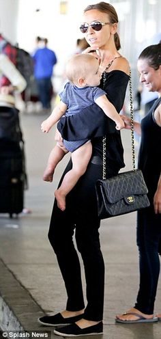 Giuliana Rancic with her bouncing boy Duke Giuliana Rancic, Chubby Babies, Fashion Network, Wearing All Black, Cute Baby Boy, Thinspiration, Mother And Child, Fall Looks, Mom Style