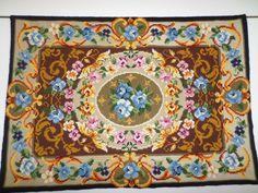 Explosão de cores e flores. Arraiolo em pura lã. Aceito encomendas.