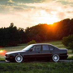 Beautiful BMW with Alpina styling at twilight. Bmw E34, Bmw Alpina, E36 Sedan, Bmw Design, Bmw Classic Cars, Bmw 2002, Bmw 5 Series, Back Road, Bmw Cars