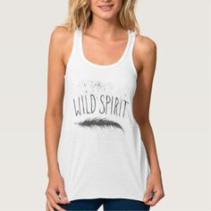 Camiseta tirantes Blanca Yoga Frases. Wild Spirit  } Material: Camiseta de poliéster con tacto de algodón. Tela muy suave y fresca. Ilustración
