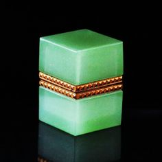 Antique French green Opaline crystal glass trinket or vanity BOX w/ hinged lid