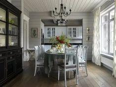серая кухня брусовой дом: 2 тыс изображений найдено в Яндекс.Картинках Interior Design Blogs, Interior Design Colleges, Interior Design Kitchen, Interior Decorating, Decorating Ideas, Log Home Kitchens, Hm Home, Wooden Cottage, Dinner Room