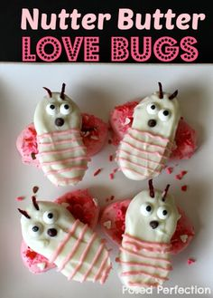 Nutter Butter Love Bugs [Tutorial] : via Posed Perfection. Nutter Butter cookies + almond bark + food coloring + sprinkles + candy eyes + mini chocolate chips + thinly sliced Craisins (for the antennae). My Funny Valentine, Valentines Day Treats, Valentine Day Crafts, Happy Valentines Day, Valentines Recipes, Valentine Party, Nutter Butter Cookies, Love Bugs, Food Crafts