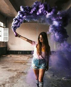 New Photography Ideas Portrait Woman Senior Pics Ideas Smoke Bomb Photography, Tumblr Photography, Creative Photography, Portrait Photography, Photography Office, Photography Ideas, Rauch Fotografie, Colored Smoke, Story Instagram