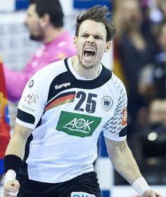 EM-Finale Deutschland - Spanien 24 : 17. #Deutschland #Europameister.Und jetzt auch sicher für #Olympia 2016+die #WM2017 qualifiziert! http://sportdaten.bild.de/sportdaten/livekalender/handball/handball-em/ma2522765/deutschland_spanien/direkter-vergleich/ http://www.bild.de/sport/mehr-sport/handball-em/handball-finale-44379396.bild.html     YES,after @AngeliqueKerber won #AusOpen GER #Handball #Europa-Meister! What a great WE for GER,ToldU,NiceAlwaysWorthy
