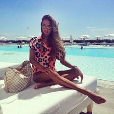 Louis Vuitton Neverfull Bag + Leopard. Beach look