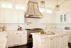 Dream White Kitchen White Kitchen - Home Design Inspiration Kitchen Hoods, Kitchen Cabinetry, New Kitchen, Kitchen Dining, Kitchen Decor, Kitchen White, Kitchen Ideas, French Kitchen, Kitchen Inspiration