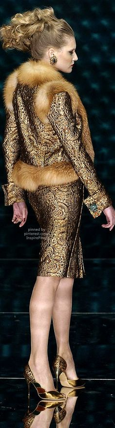 Couture Fall 2004 - Jean Louis Scherrer http://www.stylebistro.com/runway/Couture+Fall+2004/Jean-Louis+Scherrer/browse