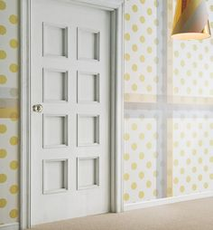 These walls are covered in giant washi tape instead of wallpaper. Did you know there was such a thing as giant washi tape? Washi Tape Wallpaper, Of Wallpaper, Wallpaper Awesome, Temporary Wallpaper, Home Decor Hacks, Diy Home Decor, Wash Tape, Polka Dot Walls, Polka Dots