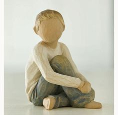 Caring Child - Willow Tree Figurines 26228 | Demdaco Willow Figurines, Willow Tree Figures, Willow Tree Angels, Art Sculpture, Paper Mache Sculpture, Sculptures Céramiques, Tree People, Wood Art, Wood Carving