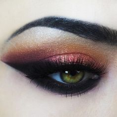 Trying to find some time to film this look for you guys tomorrow ☺️ PRODUCTS: @makeupgeekcosmetics poppy, bitten, chickadee, corrupt. @urbandecaycosmetics savage. @nyxcosmetics jumbo eye pencil in milk. @maccosmetics reflects gold. @anastasiabeverlyhills brow powder in granite. @velourlashesofficial Sophia.