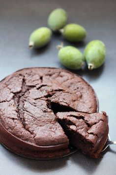 Chocolate Feijoa Cake - I tried feijoas in New Zealand and they smell and taste almost like bubblegum. This cake would be delicious if I could only get hold of some Feijoas! Read Recipe by Pupeych Fejoa Recipes, Guava Recipes, Fruit Recipes, Sweet Recipes, Baking Recipes, Dessert Recipes, Baking Ideas, Mini Desserts, Cake