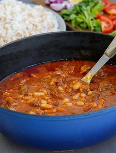 En värmande och matig köttfärssoppa. Den perfekta vardagsmaten, servera med ett gott bröd och du har en riktig kalasmiddag serverad. Zeina, Great Recipes, Recipe Ideas, Chili, Tacos, Soup, Meat, Cooking, Ethnic Recipes