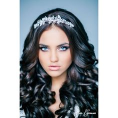 Wedding Hairstyle With Long Loose Curls Headdress Neutral Wedding Hairstyle With Long Loose Curls Headdress Neutral – curled hairstyles with tiara natural Quince Hairstyles, Curled Hairstyles, Bride Hairstyles, Curly Wedding Hair, Prom Hair, Bridal Hair, Bridal Headpieces, Curly Hair, Long Loose Curls