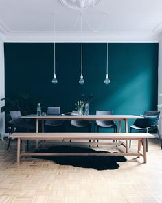 """the color is called """"jägergrün"""" (hunter green) by Schöner Wohnen Farbe: www.s… the color is called """"hunter green"""" by Schöner Wohnen Color: www. Bedroom Colors, Room Decor Bedroom, Living Room Decor, Dining Room, Murs Turquoise, Green Rooms, Deco Design, Trendy Bedroom, Decoration Table"""