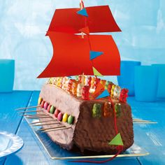Viking ship cake recipe (with picture) - Yersq Sites Cake Recipes With Pictures, Food Pictures, Kindergarten Party, Leo Birthday, Cake Kit, Le Chef, Pirate Party, Cute Food, Creative Food