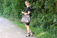 anna lou elliott | 14.06.14 wearing #AndOtherStories black t-shirt, #LindaFarrow sunglasses and #PhillipLim #31hour bag #todayimwearing #ootd