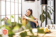 """Die Immun-Schutzformel für ihre Abwehrkräfte ➡ Vitamin C, Zink und Selen bilden die Basis für eine normales Immunsystem und tragen gleichzeitig dazu bei, die Zellen vor oxidativem Stress zu schützen 🌞 Vitamin D3, das """"Sonnenvitamin"""" verleiht dem Immunsystem zusätzliche Kraft. Für die extra Power sorgen bewährte Pflanzenextrakte aus Sternanins, Cistus incanus, Ingwer und Holunderbeeren. Die ideal dosierte Spezialformel zur natürlichen Unterstützung Ihres Immunsystems🌱 Vitamin C, Stress, Weed Strains, Mct Oil, Complete Nutrition, Immune System, Feel Better, Plants, Health"""