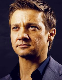 Jeremy Renner ... You gorgeous hunk of a creature!!!!!