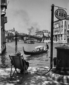 Venice, 1950 by David Seymour - Italy. Venice, 1950 by David Seymour - Italia Vintage, Vintage Italy, Retro Vintage, Old Pictures, Old Photos, In Loco, Foto Poster, Henri Cartier Bresson, Black Picture