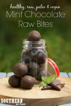 Raw Mint Chocolate Bites Recipe - the perfect raw snack that tastes just like a chocolate bar but is totally healthy! This recipe is gluten free raw paleo vegan grain free egg free peanut free no bake and SO easy to make! Paleo Dessert, Healthy Sweets, Healthy Snacks, Sugar Free Vegan, Dairy Free, Grain Free, Desserts Crus, Raw Desserts, Vegan Snacks