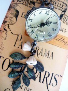Relógio de bolso esférico com 2,5cm de diâmetro. R$50,00