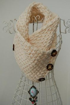 Free Crochet Lattice Neck Warmer Pattern.