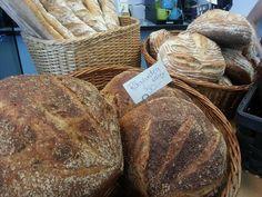 """Gott folk, idag har vi bakat upp xtra mycket surdegsbröd och välkommnar annu ett bröd till sortimentet, surdegskubb m. solrosfrön. Vi ses på """"Swenströmskas""""."""