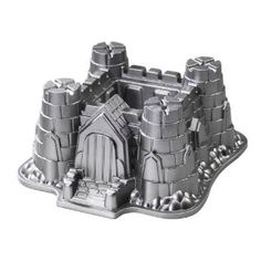 Impressed 100% of the kids with 5% effort - this castle cake pan worked magic today, no frosting required (& no sugar rush).