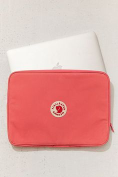 Shop Fjallraven Kanken Laptop Sleeve at Urban Outfitters today. Mac Laptop, Laptop Computers, Laptop Bag, Laptop Desk, Mochila Kanken, Kanken Backpack, Macbook Sleeve, Macbook Case, Funda Macbook Air