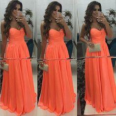 Helena Vitorassi vestido de festa laranja neon