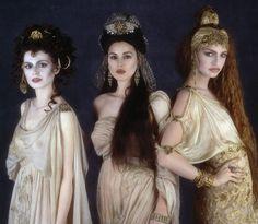 Monica Bellucci as Dracula's Bride - Bram Stoker's Dracula Vampire Stills - Movie Prop Replicas and Collectible Items