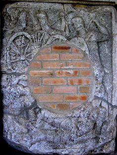 AdamclisiMetope15 - Tropaeum Traiani - Wikipedia Stepping Stones, Roman, Outdoor Decor, Home Decor, Stair Risers, Decoration Home, Room Decor, Interior Decorating