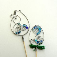 Velikonoční zápichy Wire Crafts, Decor Crafts, Wire Jewelry, Beaded Jewelry, Memory Wire Bracelets, Adult Crafts, Wire Art, Suncatchers, Glass Ornaments