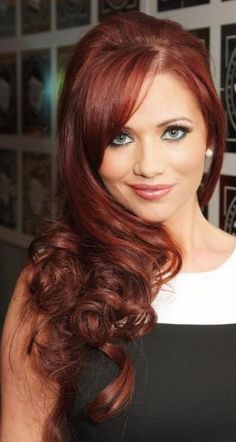 I want this color of red hair Long Brunette Hair, Long Red Hair, Side Swept Hairstyles, Pretty Hairstyles, Red Hairstyles, Hair Styles 2014, Long Hair Styles, Hot Men, Red Hair Freckles