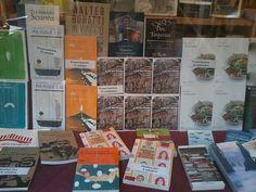 Vetrine che raccontano storie: #miamoglieio alla libreria Marco Polo di Venezia.