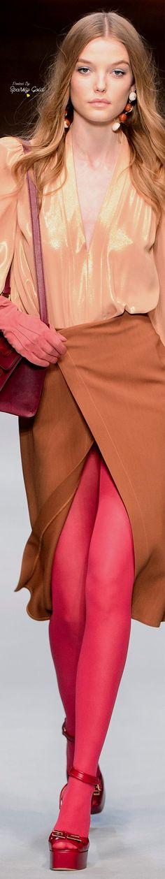 Elisabetta Franchi Milano - Spring Summer 2018 Ready-To-Wear - Shows - Vogue. Catwalk Fashion, Fashion 2018, Fashion Brands, Fashion Show, Fashion Looks, Womens Fashion, Fashion Design, Street Fashion, Betty Blue