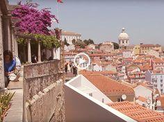 Alfama, o bairro mais genuíno e autêntico da cidade de Lisboa. As casas típicas coloridas, roupas penduradas nas janelas e a vida diária dos moradores!