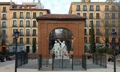 """""""España es un país hermoso si has tenido la oportunidad de visitarlo sabrás que sus calles están llenas de mucha historia y el arte brota de cada una de sus edificios y casas, en este artículo te menciono las mejores plazas de Madrid para ser visitadas, bien sea por sus estatuas, historia o belleza"""