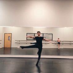 👏🏻👏🏻👏🏻👏🏻 Ballet Gif, Art Ballet, Ballet Dancers, Cool Dance, Just Dance, Ballet Costumes, Dance Costumes, Dance Pictures, Dance Pics