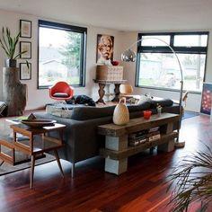 parpaing creux comment en faire des meubles fonctionnels planche en bois parpaing et. Black Bedroom Furniture Sets. Home Design Ideas