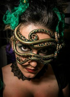 This would be a great mask for a Medusa costume m