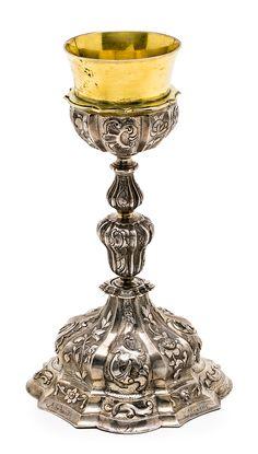 Cáliz probablemente mexicano en plata repujada y plata dorada,  del siglo XVIII