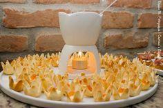 Fondue de brie na flor de massa philo com damasco. #CaptainsBuffet #Casarnapraia #CasaremBuzios #Wedding #BuziosWedding #Instafood #Buffet