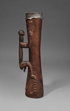 AN ASMAT DRUM Papua, Indonesia, Auktion 1045 Afrikanische und Ozeanische Kunst, Lot 134